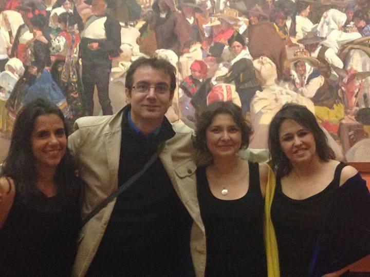 Fuego de Luna, integrado por Maureen Altman, Linda Morales Caballero y Silvia Siller, junto a Juan Navidad. - Foto: Massiel Álvarez